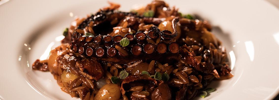 Χταποδάκι γιουβέτσι μαγειρεμένο με ελληνικό μέλι